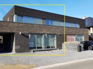 NIEUWE PRIJS !<br /> In het landelijke Uikhoven, deelgemeente van Maasmechelen, bieden wij voor jonge gezinnen deze stijlvolle nieuwbouwwoning aan. De
