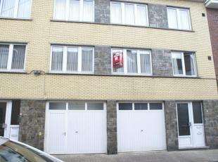 Mooi appartement met 2 slaapkamers, kelder en terras in het centrum van Sint-Truiden, vlakbij het station en op wandelafstand van de Grote Markt.