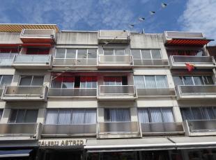 Aan de Stapelstraat 45 te Sint-Truiden treffen we op de derde verdieping dit verzorgd appartement met één slaapkamer en kelder (mogelijk