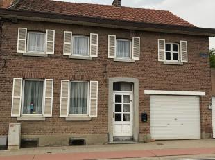 Deze te renoveren woning ligt halfweg tussen de E40 en het centrum van Landen.