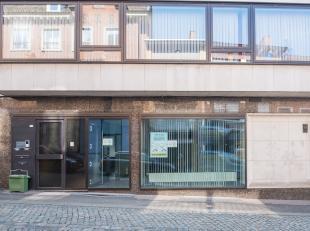 Mooi ingericht bureel - voormalig bankkantoor<br /> Geschikt als praktijkruimte of kantoren.<br /> Met een oppervlakte van 143m², voorzien van ee