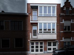 Het volledig gerenoveerd dakappartement bevindt zich in de stadskern van Sint-Truiden.<br /> Op 5 minuten wandelen van de Grote Markt. <br /> Het ap