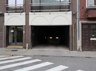 Ondergrondse staanplaatsen op slechts 5 minuten wandelen van het centrum en vlakbij het station van Sint-Truiden. <br /> Er zijn 48 standaard staanpla