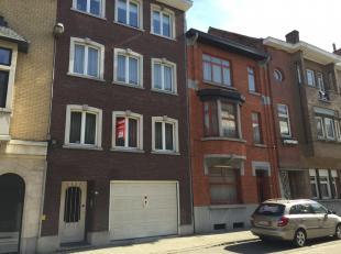 Mooi gerieflijk appartement op een zeer goede ligging in de Schepen Dejonghstraat.<br /> Het appartement beschikt over gezellige living, keuken, 1 gro