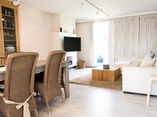 Bekijk de Aktimmo Virtual Tour ( AVT ) op onze website!<br /> <br /> Werkelijk een prachtig instapklaar appartement, 3 slaapkamers uitgevend op een te