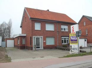 Goed gelegen woning op 2 km van het centrum van Hasselt, op 500 meter van oprit autostrade Hasselt Zuid. Het pand is voorzien van een inkomhal, zeer r