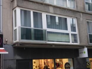 Mooi appartement ideaal gelegen in het centrum van Blankenberge op een 200m van het Casino en op wandelafstand van het strand! Op de 1ste verdieping m