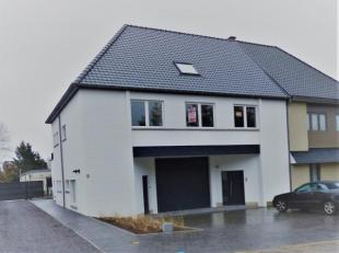 Gerenoveerde woning met mogelijkheid tot verhuring van het geheel, bestaande uit een handelsgelijkvloers (KMO zone). Bovenliggend is er een ruime dupl