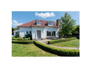 Moderne karaktervolle villa met een bewoonbare oppervlakte van 225 m², 3 badkamers, 3/4 slaapkamers, wijnkelder, poolhouse met sauna, jaccuzi, ap