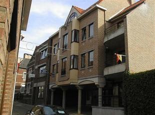 Appartement op de eerste verdieping met een inkomhal, living met keukenhoek, berging, slaapkamer, badkamer met toilet, kelder. PVC-ramen met dubbele b
