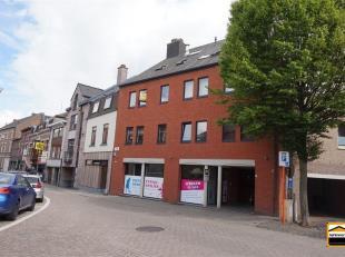 Uniek appartement gelegen in het centrum van Borgloon.<br /> Dit uiterst ruime appartement heeft een bewoonbare oppervlakte van maar liefst 146 m&sup2