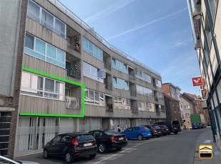 Gezellig gerenoveerd appartement met 2 slaapkamers vlakbij de markt. <br /> In deze huurprijs inbegrepen:  een ondergrondse autostaanplaats en een kel