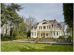 Zeer mooie villa met hedendaags comfort te Leopoldsburg Deze woonst is gelegen in een prachtige tuin met zeer veel privacy. In deze villa zijn er nog
