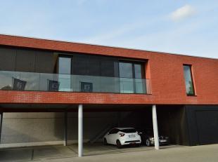 Dit appartement (92 m²) is gunstig gelegen vlakbij het centrum en grote invalswegen in de directe nabijheid.<br /> <br /> Indeling appartement: