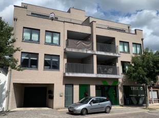 Centraal gelegen appartement met één slaapkamer, ondergrondse staanplaats, kelderruimte en groot terras.<br /> Lift aanwezig. In de onmi