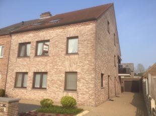Appartement in de onmiddellijke omgeving van het centrum, scholen, horeca,...Gelegen op een eerste verdieping, met aparte garage. <br /> <br /> Indeli