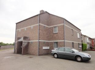 Gelijkvloers appartement gelegen op een kleine kilometer van Overpelt-centrum. Heeft twee slaapkamers, woonkamer open met de keuken, berging-wasplaats