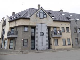 Appartement gelegen in het centrum van Overpelt-Lindel in de onmiddellijke buurt van winkels, school, ... Gelegen op een eerste verdieping met twee sl