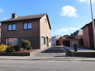 Deze ruime woning is gelegen in het centrum van Overpelt. Op wandelafstand van scholen, winkels en ziekenhuis.<br /> De woning betreden we via de inko