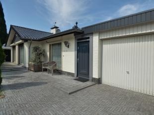 Gelijkvloerse woning op 11a27 met tuinkamer in centrumIndeling gelijkvloers: hal, tuinkamer, kantoor, woonkamer in L-vorm met gashaard, keuken, nachth