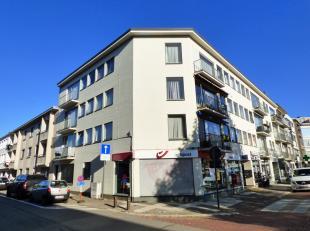 ALS GEHEEL TE KOOP: Appartementsblok met 9 appartementen en 2 handelsruimten in het centrum van NeerpeltHet dak is vernieuwd in 2014: geïsoleerd