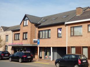 Duplexappartement met 2 slaapkamers in Neerpelt-centrumIndeling verdieping 1: inkomhal, gastentoilet, woonkamer, eetkamer, keukenIndeling verdieping 2