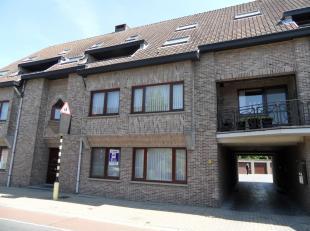 Gelijkvloers appartement van 110m² in Overpelt-Lindel met 2 slaapkamers, terras, garage en kelderbergingIndeling: inkomhal, apart toilet, 2 slaap