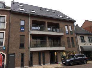 Appartement met ruime living en open keuken.<br /> Aan de straatzijde is er bij de woonkamer een ruim terras.<br /> Bij de keuken is de berging aanwez