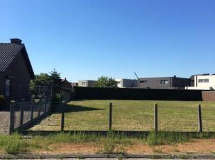 Rustig gelegen bouwgrond (H.O.B.) met een oppervlakte van 477m². (Lot 1) De tuinzijde is zongeörienteerd. In de nabijheid van de sport- en v
