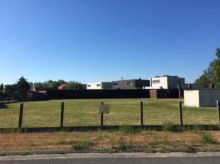 Rustig gelegen bouwgrond (H.O.B. met een oppervlakte van 478 m² (Lot 3). De tuinzijde is zon geörienteerd. In de nabijheid van de sport- en
