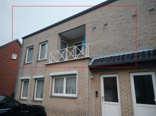 Ruim, goed onderhouden appartement van 160 m²  kortbij het centrum van Neerpelt. Het appartement bestaat uit inkomhal, trap naar boven, overloop,