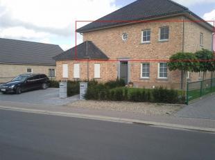 Een zeer mooi energiezuinig duplex appartement,  beschikt over een ruime woonkamer met keuken. De volledig in gerichte keuken beschikt over een kerami