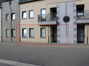 Goed gelegen gelijkvloers appartement te Overpelt (Lindel) kortbij winkels, scholen, ... Het appartement bestaat uit een inkomhal, toilet apart, woonk