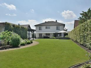 GELDERHORSTEN 176 - 3920 LOMMEL<br /> <br /> Deze villa beschikt over een ruime oprit en fraai ingerichte tuin. De royale leefruimte met gashaard en o