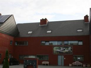 LEPELSTRAAT 126 A - 3920 LOMMEL<br /> <br /> Recent en zeer mooi afgewerkt duplexappartement (119m²)  met veel lichtinval in Lommel Centrum.<br /