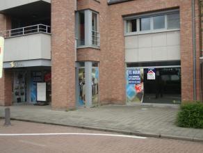 Winkelruimte (275m²), zeer commercieel gelegen in hartje Lommel. Mogelijke uitbreiding tot 550m².<br /> Parking in nabijheid!<br /> Geen hor