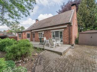 Gerenoveerd landhuis met 3 slaapkamers en grote tuin, gelegen aan de rand van het centrum van Lommel.