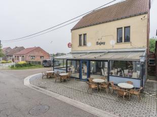 Op te frissen café met woonst, gelegen op een hoekperceel nabij fietsroute te Balen.Café met veranda en ruimte achteraan met mogelijkhed
