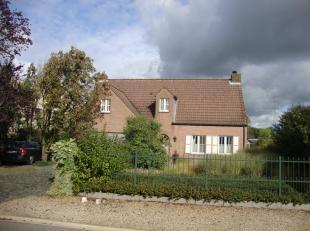 Prachtig landhuis met achterliggend weiland.Ideaal voor dierenliefhebbers.- ruime living (44m²) met inbouwkachel- veranda (32m²) met open ha