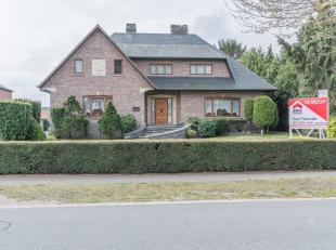 Klassieke villa (350m²) op perceel van 32 are.- Houten ramen (afzelea) met dubbele beglazing.- 4 (mogelijk 6) slaapkamers.- 2 badkamers, 2 keuken