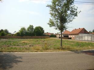 Mooie bouwgrond (851m²) met 16,63 m aan de straat.- gelegen op de hoek met de Kortestraat
