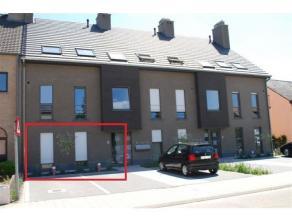 Gelijkvloers appartement is gelegen aan de rand van het centrum. <br /> <br /> Open woonkamer met keuken, badkamer met douche, apart toilet en &eacute