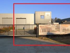 Mooi en degelijk bedrijfspand gelegen p een perceel van 1000 m² langs een van de invalswegen van het Kristalpark, bestaande uit een kantoorruimte