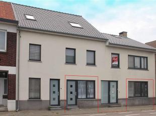 Aan een doorgaande weg, centraal, nabij het centrum van Dilsen gelegen gelijkvloers app. met 2 slaapkamers. Dit ruime app. van ± 150 m² is