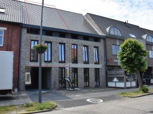 Gelegen in het centrum van Neeroeteren, op wandelafstand van supermarkt, bakker en andere handelszaken. Het appartement maakt deel uit van residentie