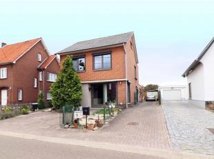 In Neeroeteren, een deelgemeente van Maaseik gelegen ruim appartement.<br /> Het appartement gelegen aan de voorzijde van het gebouw is voorzien van c