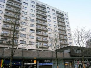 Instapklaar appartement, gelegen op de 1ste verdieping op een toplocatie, pal in het centrum van Genk. Het appartement kent volgende indeling: De inko