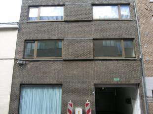 Instapklaar, gelijkvloers appartement met 1 slaapkamer op een toplocatie, in het centrum van Genk.Het appartement kent volgende indeling: De inkomhal