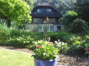 Uniek landhuis met zwembad op 23a43ca. Deze uitzonderlijke woning biedt een waaier aan mogelijkheden!Ligging:Op slechts 40 minuten van Eindhoven en 10