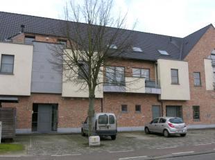 Ligging:Dit ruime duplex appartement (160m²) ligt in het centrum van Peer.Winkels, scholen, eet- en drinkgelegenheden, cultuur- en sportcentra li